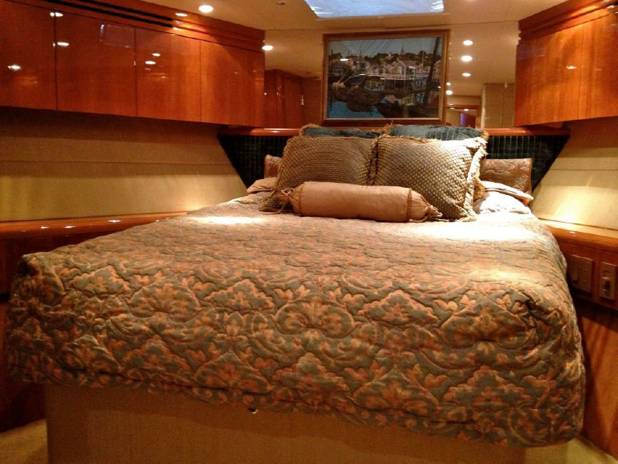 65 Hatteras VIP Guest Bed