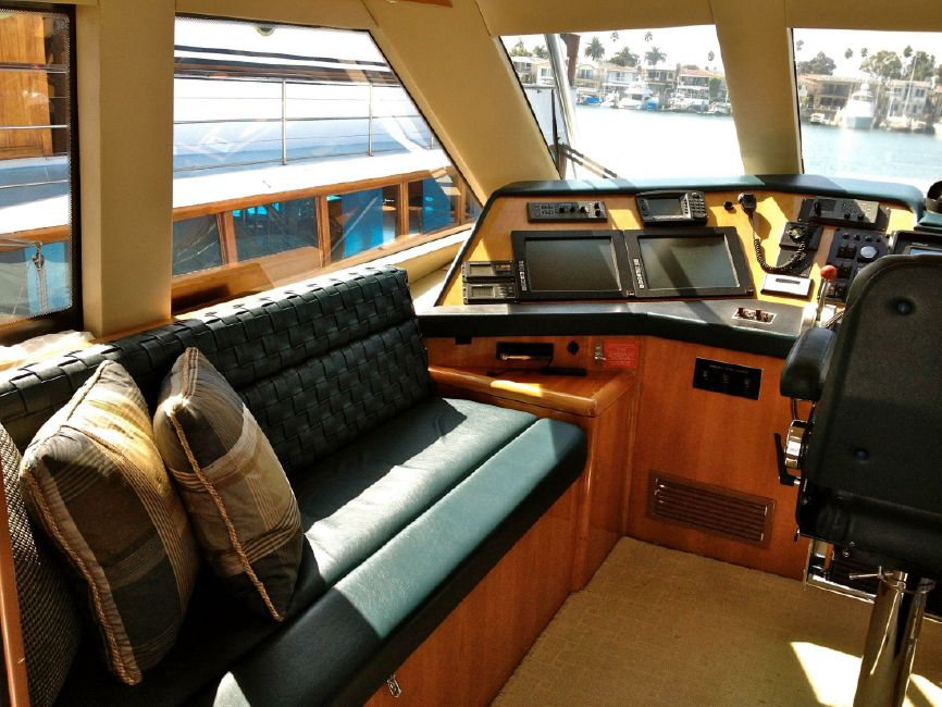 65 Hatteras Sportfisher Pilothouse