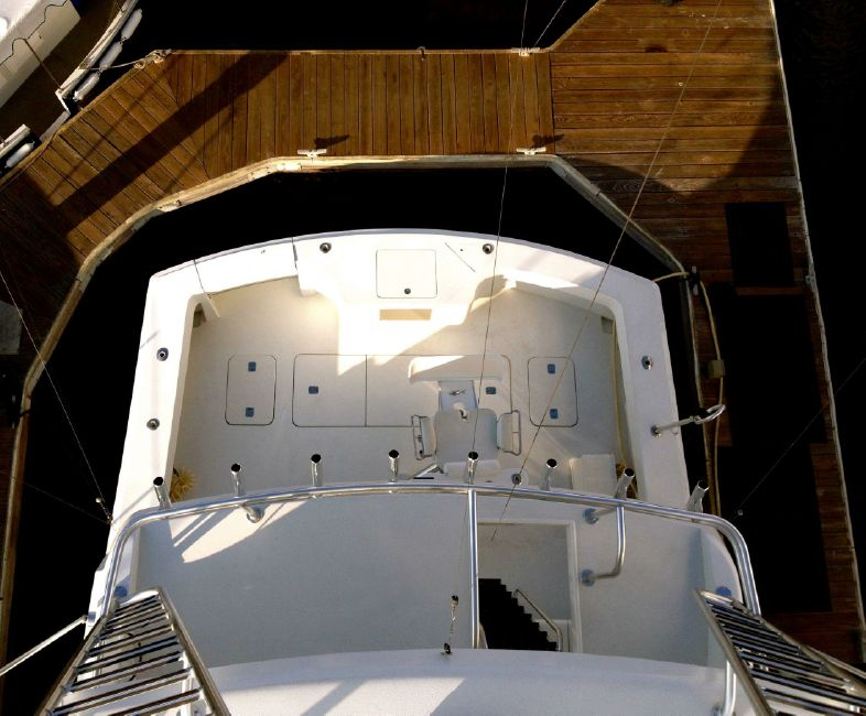 Hatteras 65 Convertible Yacht Cockpit