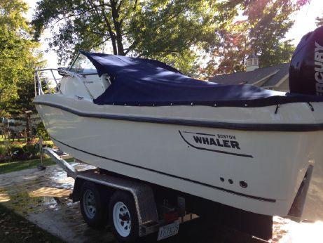 2008 Boston Whaler Conquest 235