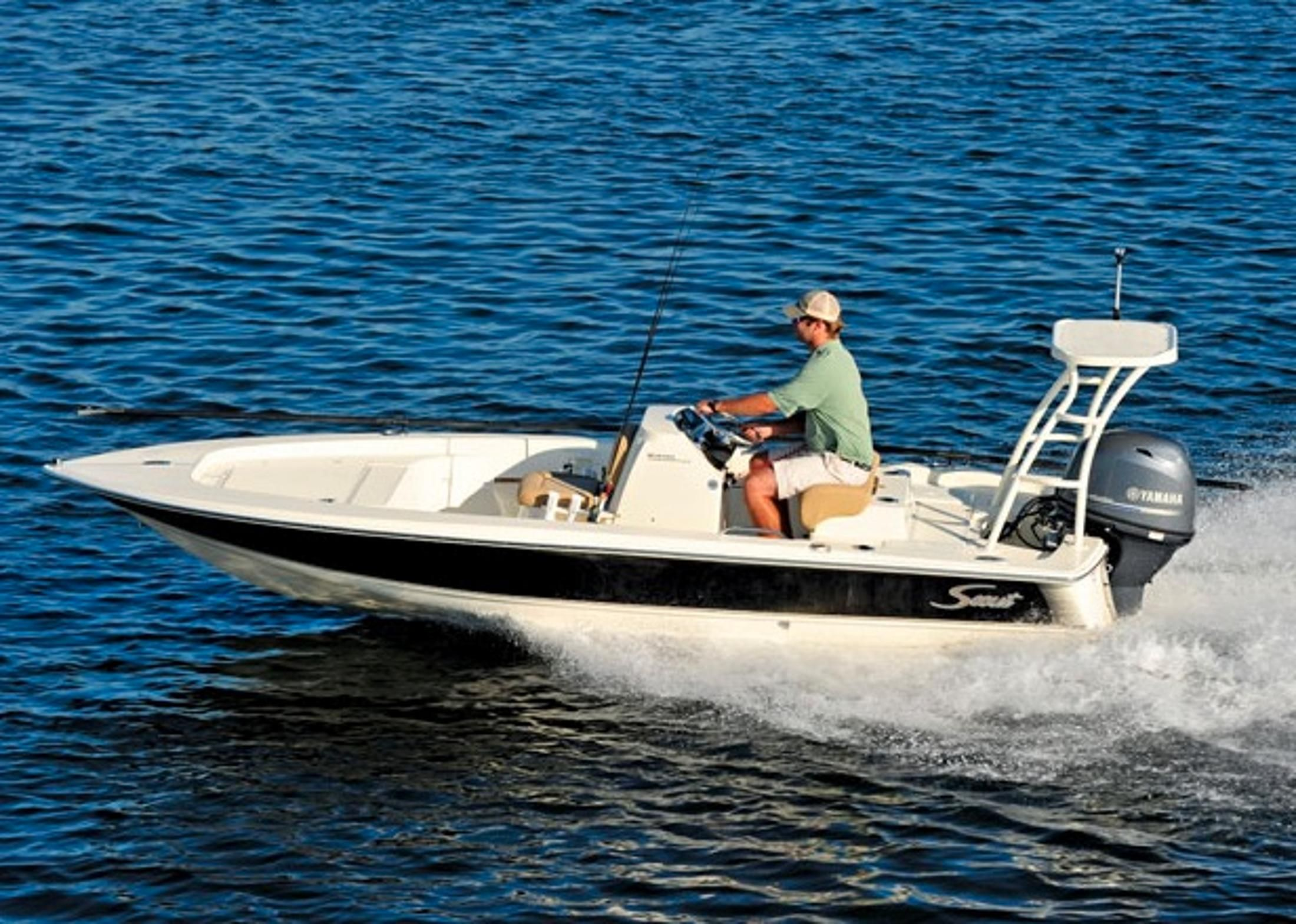 bateaux et yachts neufs et d occasion vendre. Black Bedroom Furniture Sets. Home Design Ideas