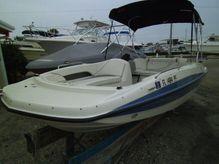 2011 Bayliner 197 SD Deck Boat
