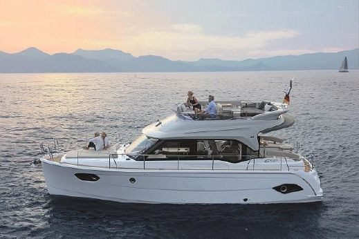 2017 Bavaria Motor Boats E 40 FLY
