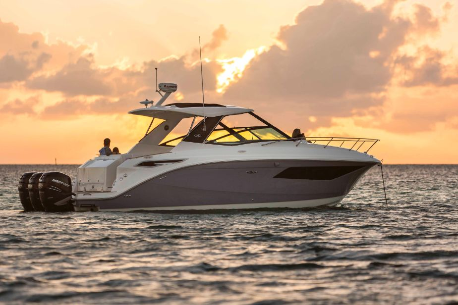 2018 Sea Ray 320 Sundancer Power Boat For Sale Www Yachtworld Com