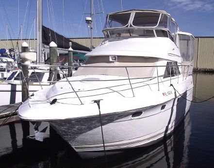 1998 Cruisers Yachts 3650 Aft Cabin