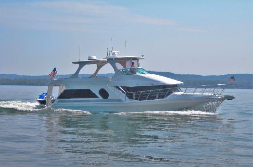 2004 Bluewater Yachts 5200 Custom