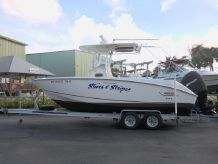 2006 Boston Whaler 240 Outrage