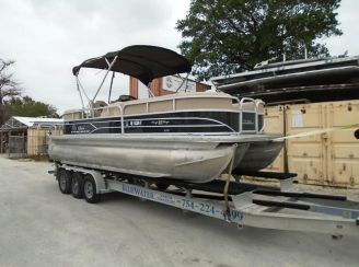 2017 Tracker party barge 22 dlx