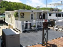 1970 Custom Built 9 x 27 Floating Cottage