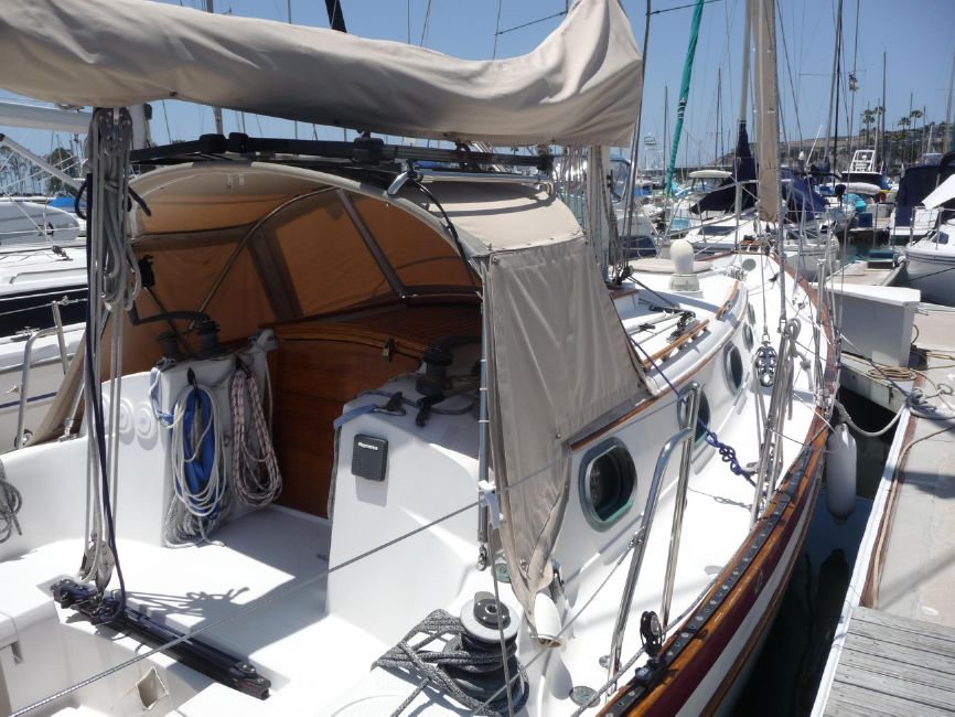 Pacific Seacraft 31 Sailboat Cockpit