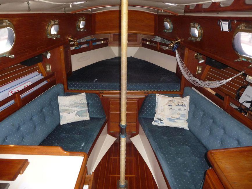 Pacific Seacraft 31 Interior Salon