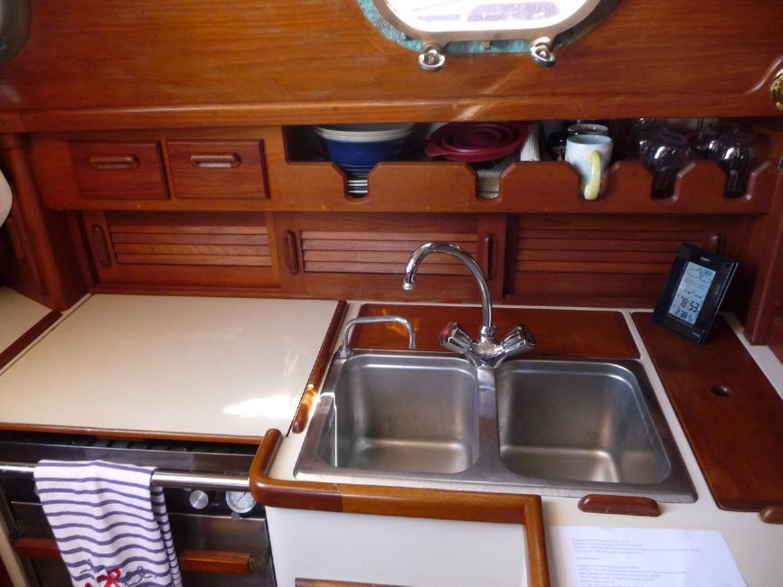 Pacific Seacraft 31 Galley