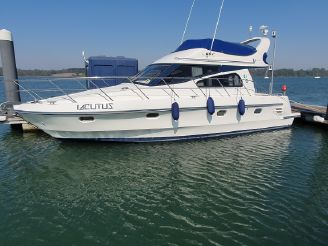 1999 Birchwood Challenger 360 Flybridge