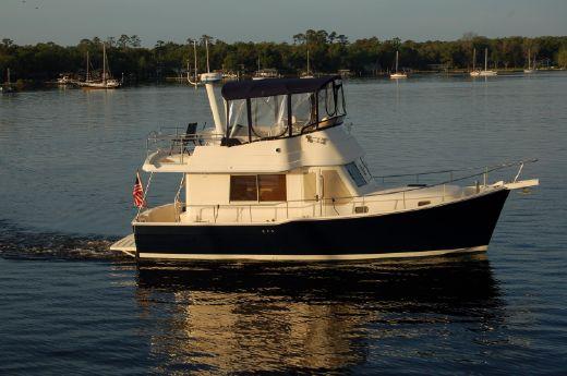 2006 Mainship 34 Trawler Cummins 380 Diesel