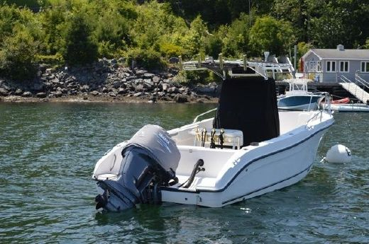 2005 Seaswirl 2301 Center Console