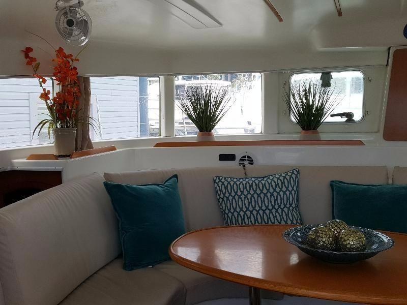 Lagoon 380 Catamaran Salon