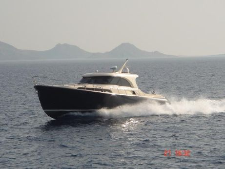 2005 Mochi Craft 51 Dolphin
