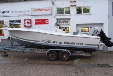 1995 White Shark 215
