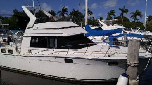 1988 Carver Yachts 3207 Aft Cabin MY w Flybridge