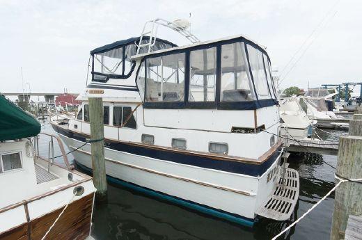 1984 Marine Trader 40 Sundeck