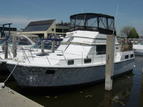 1985 Carver 36 Motor Yacht