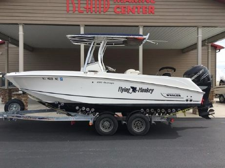 2010 Boston Whaler 220 Outrage