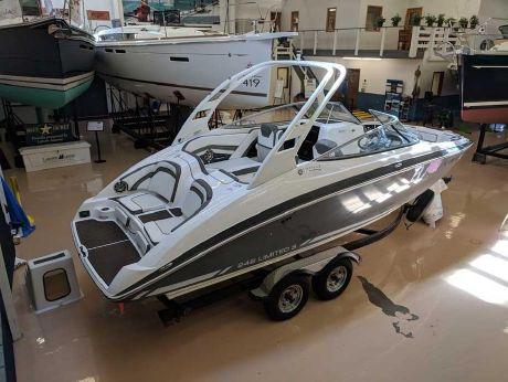 2015 Yamaha Boats 242 Limited