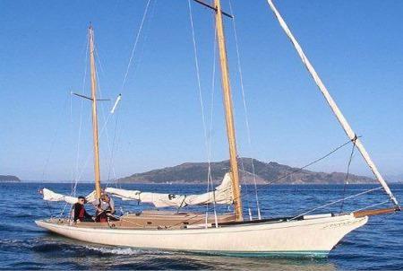 2000 Legendary Yachts Araminta 33 Ketch Daysailer
