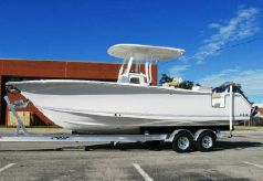 2015 Sea Hunt 27 Gamefish w Coffin Box