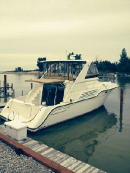 1995 Cruisers Yachts 4285 Express Bridge