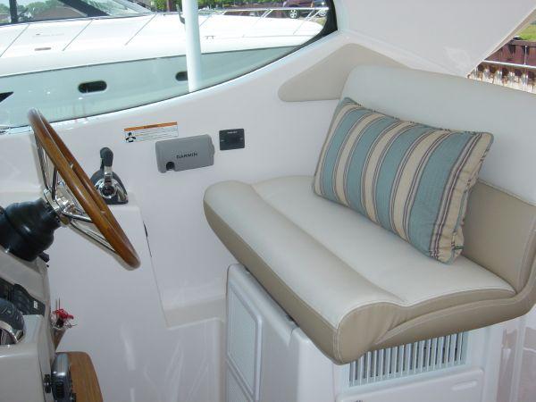 Photo of Tiara 4500 Sovran Helm Seat
