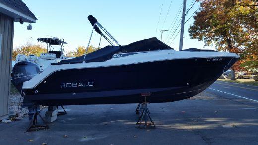 2015 Robalo R227 Dual Console