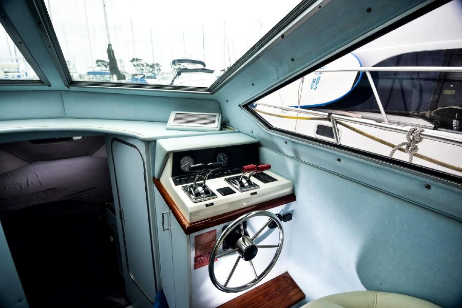 photo of Sea Ray 300 Sedan Bridge