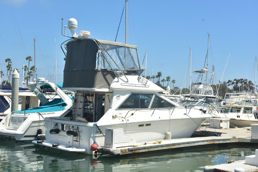 photo of 30' Sea Ray 300 Sedan Bridge