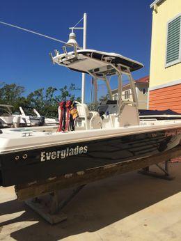2016 Everglades 243 Center Console