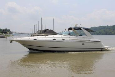 1999 Cruisers Yachts 4270 Express