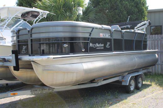 2016 Misty Harbor 2285CU TRITOON
