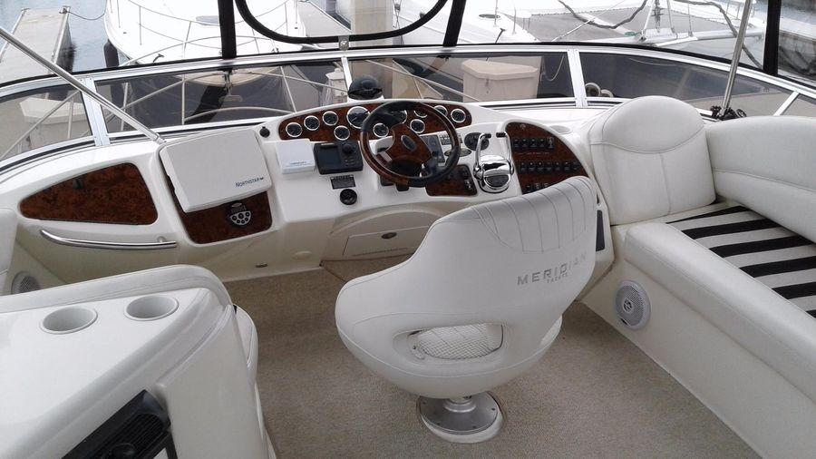 Meridian 459 Cockpit Motoryacht Flybridge Controls