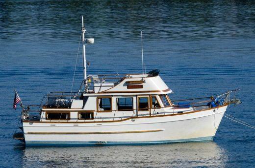 1978 Universal Tri-Cabin Trawler