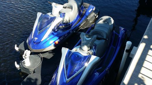2007 Yamaha Twin Waverunner FX HO with trailer