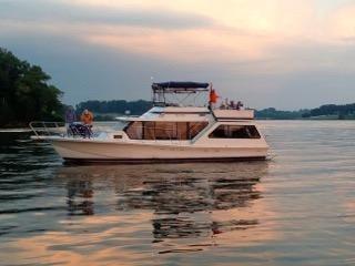 1986 Bluewater Yachts Coastal Cruiser 42