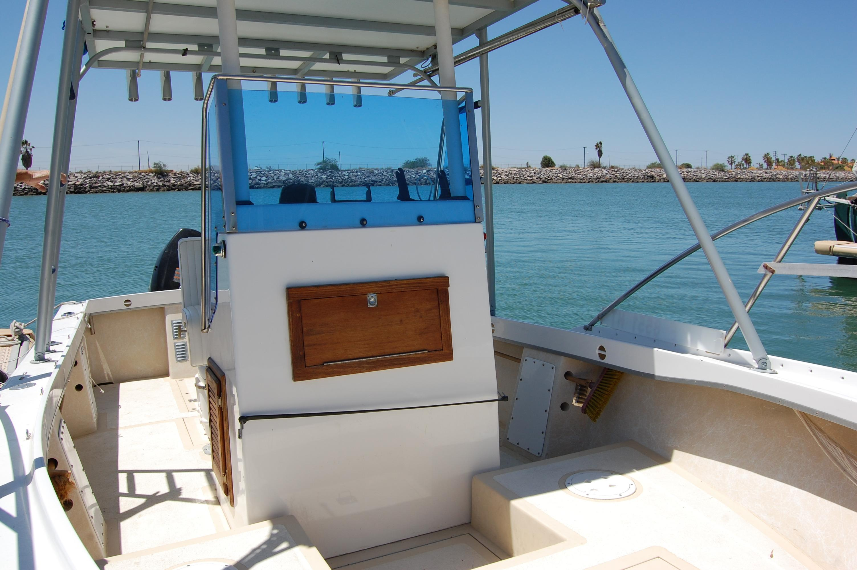 24' Hull Line Center Console Sportfisher+Lower station