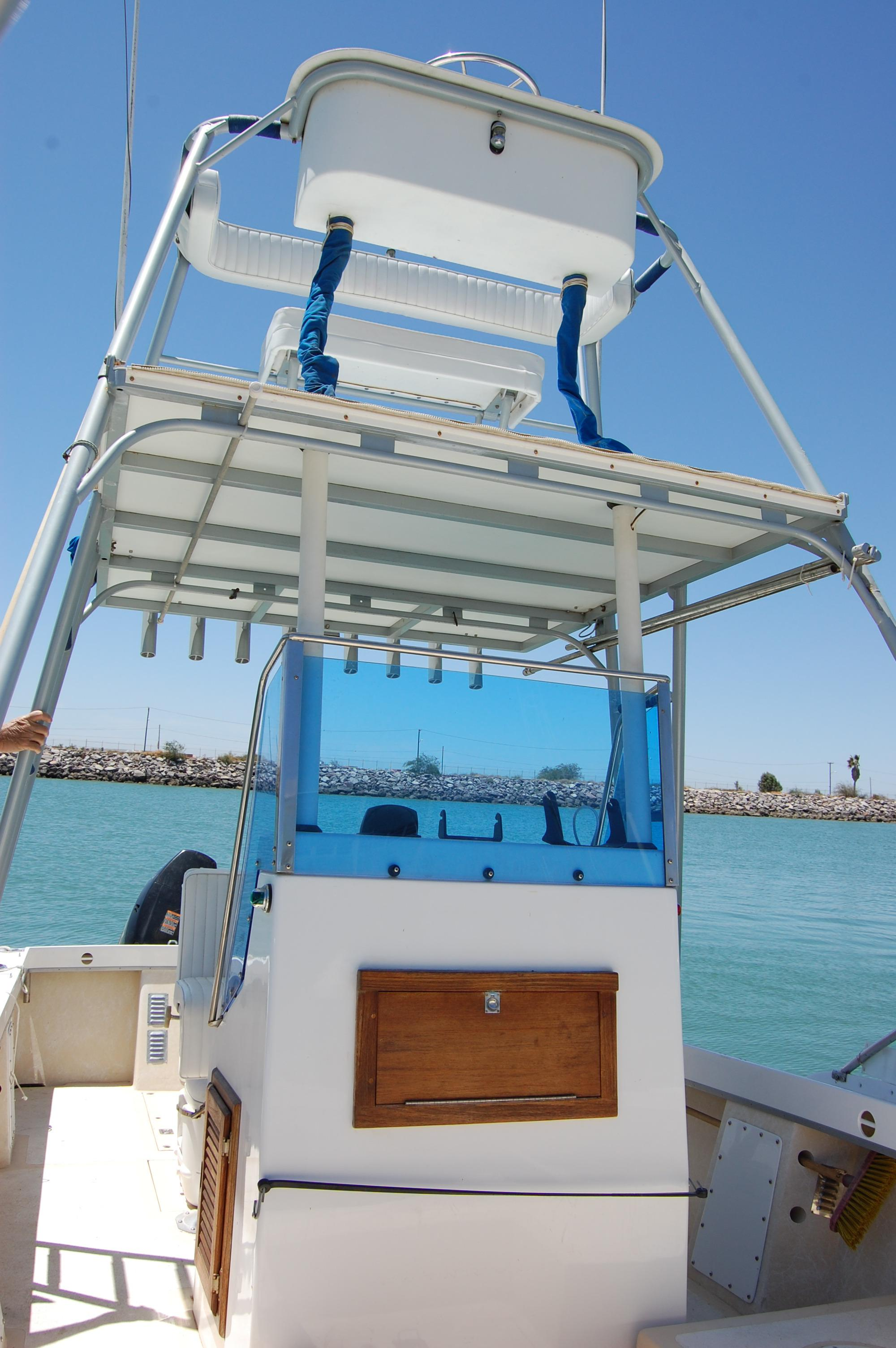 24' Hull Line Center Console Sportfisher+Seating at lower station
