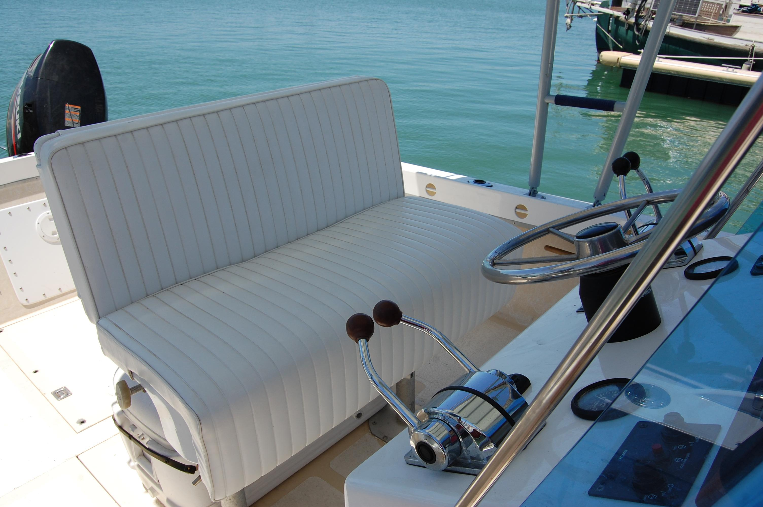 24' Hull Line Center Console Sportfisher+Aft deck