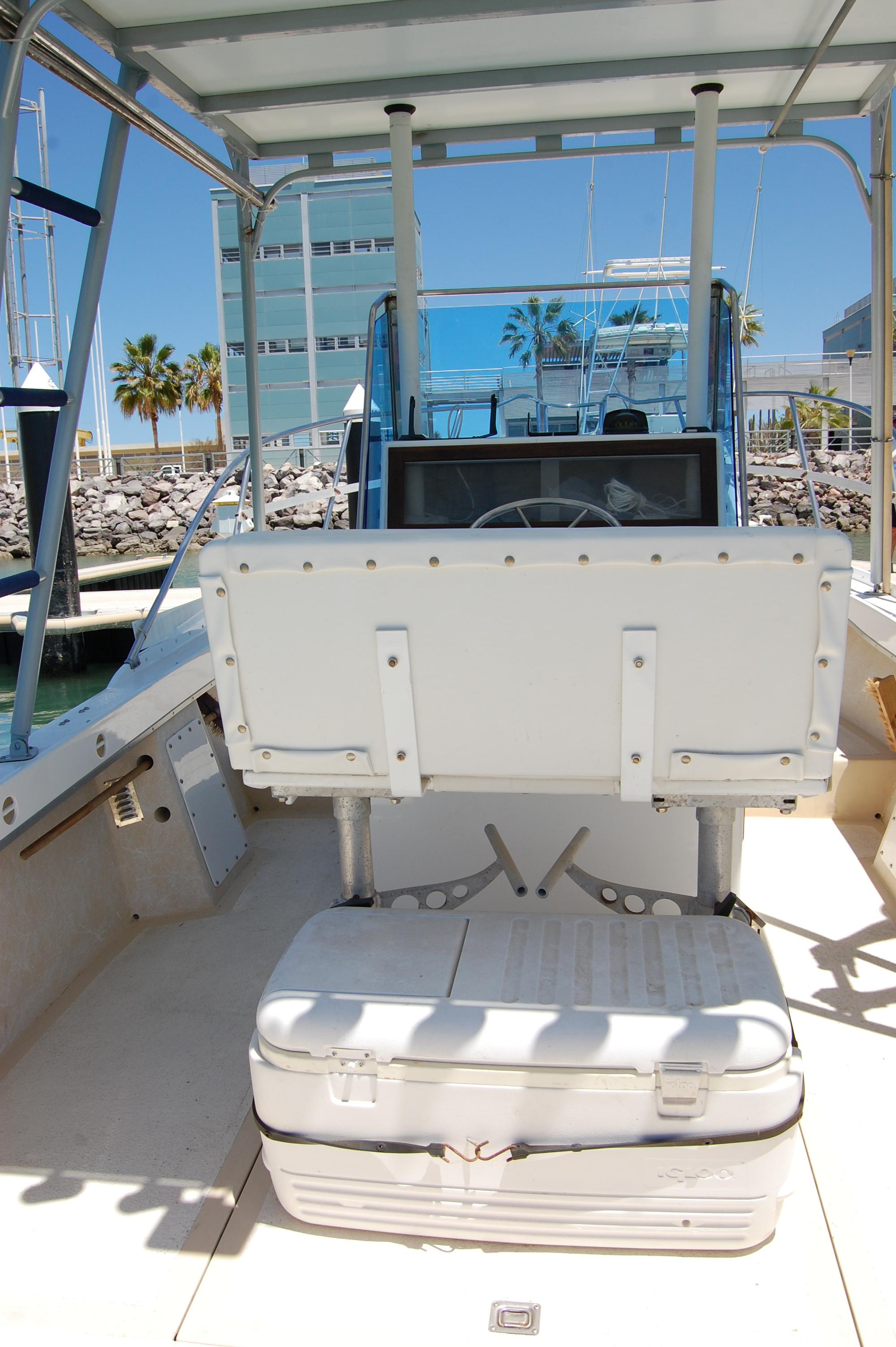 24' Hull Line Center Console Sportfisher+Upper deck