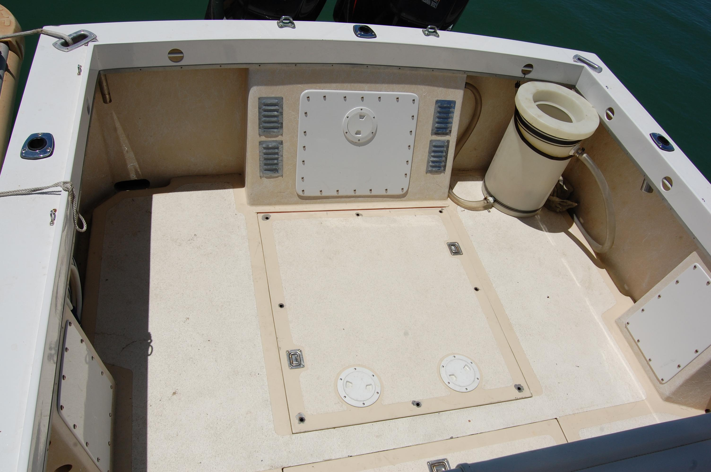 24' Hull Line Center Console Sportfisher+Seating at upper station