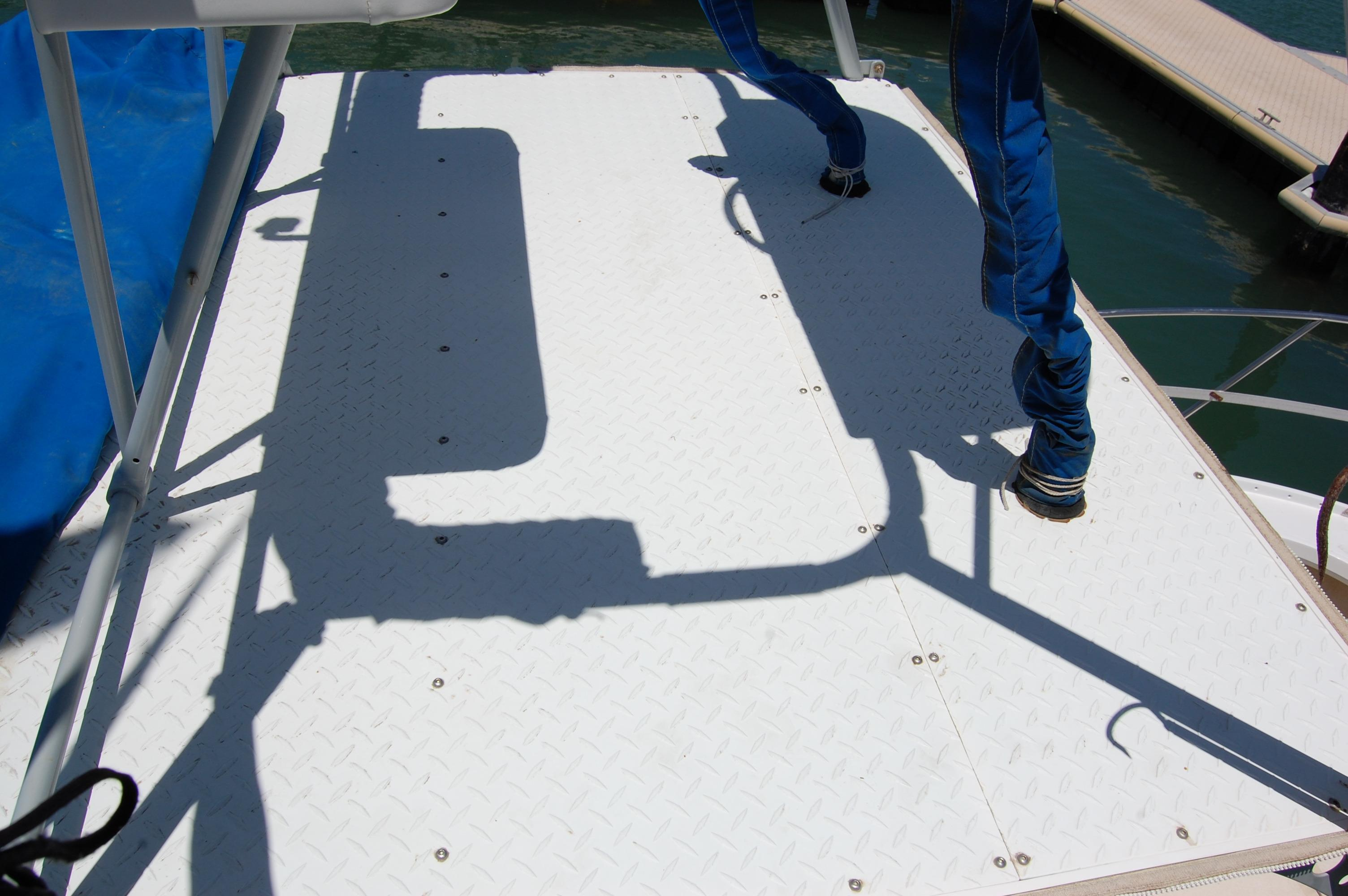 24' Hull Line Center Console Sportfisher+Upper station