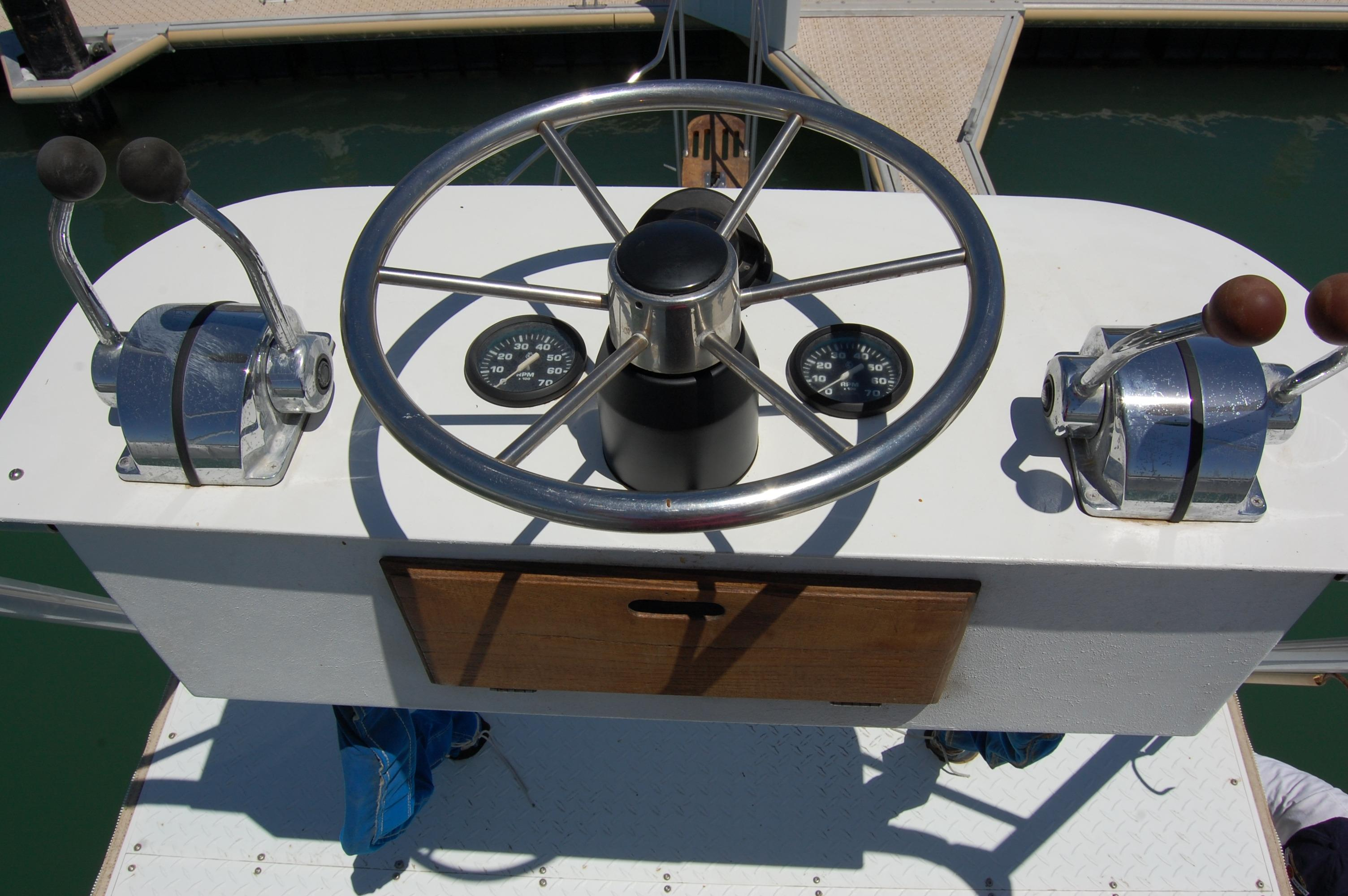 24' Hull Line Center Console Sportfisher+Looking down from upper station