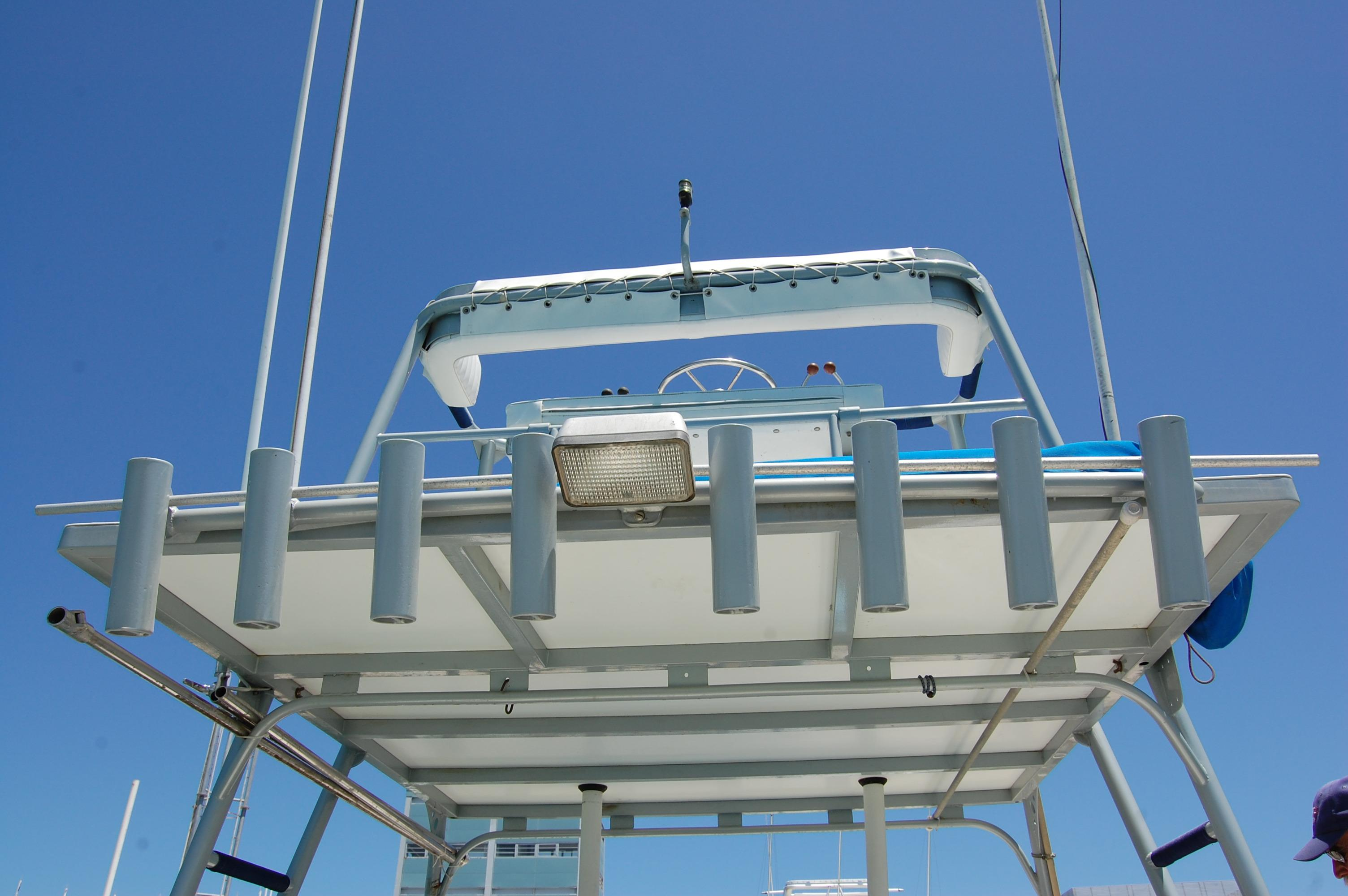 24' Hull Line Center Console Sportfisher+Twin OB's