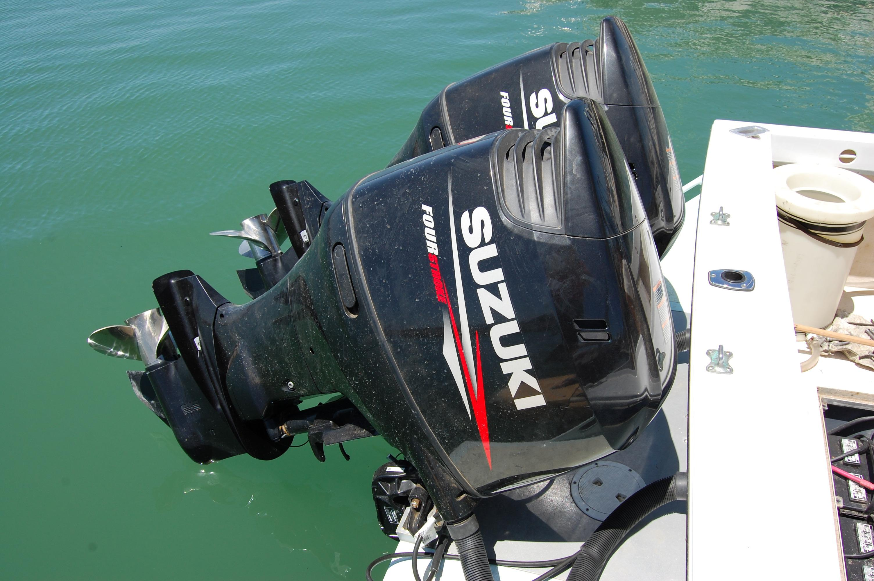 24' Hull Line Center Console Sportfisher+